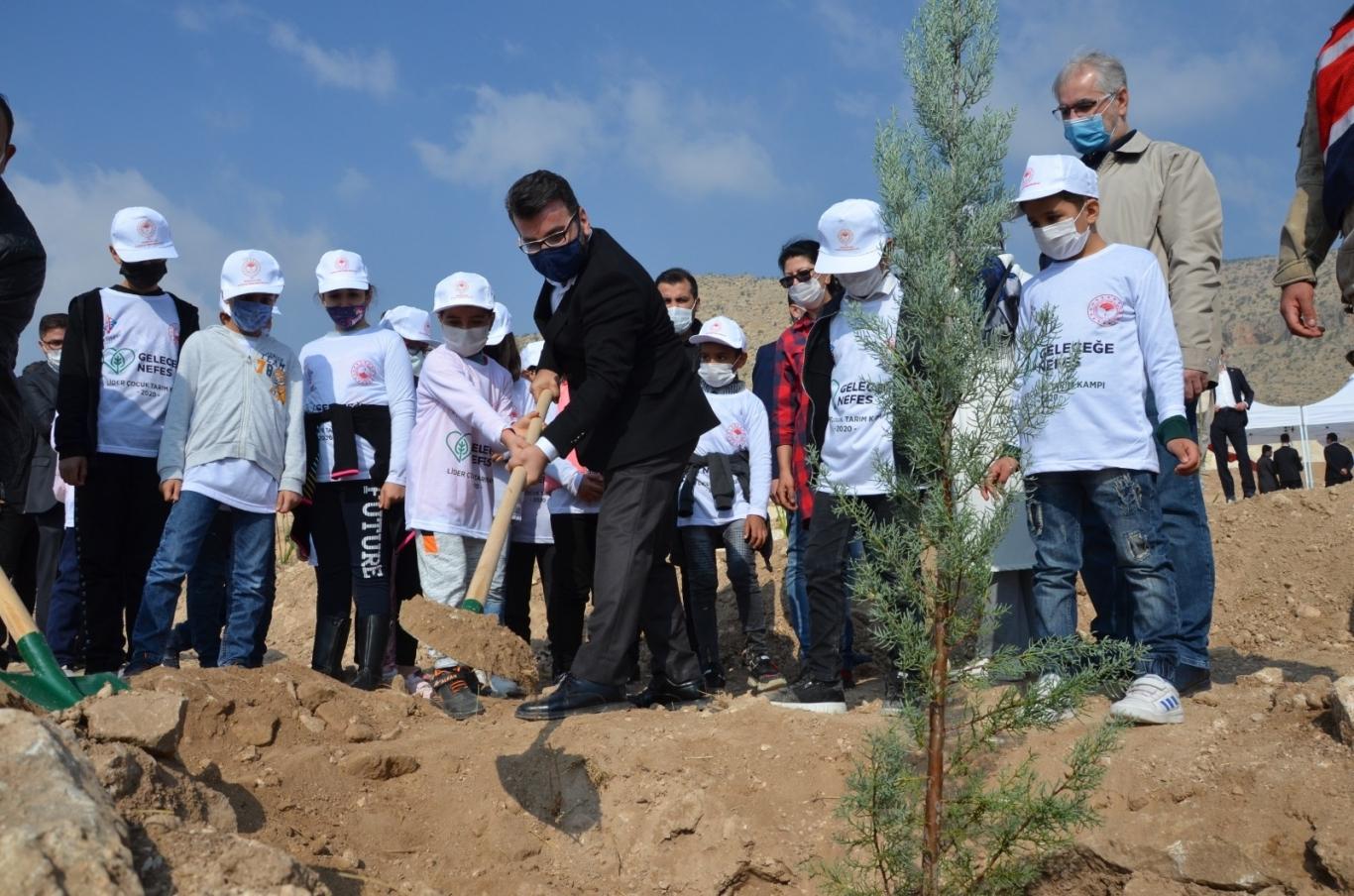 """""""11 Kasım Ağaçları Bahane Eden Zihniyete Önemli Bir Mesajdır"""""""