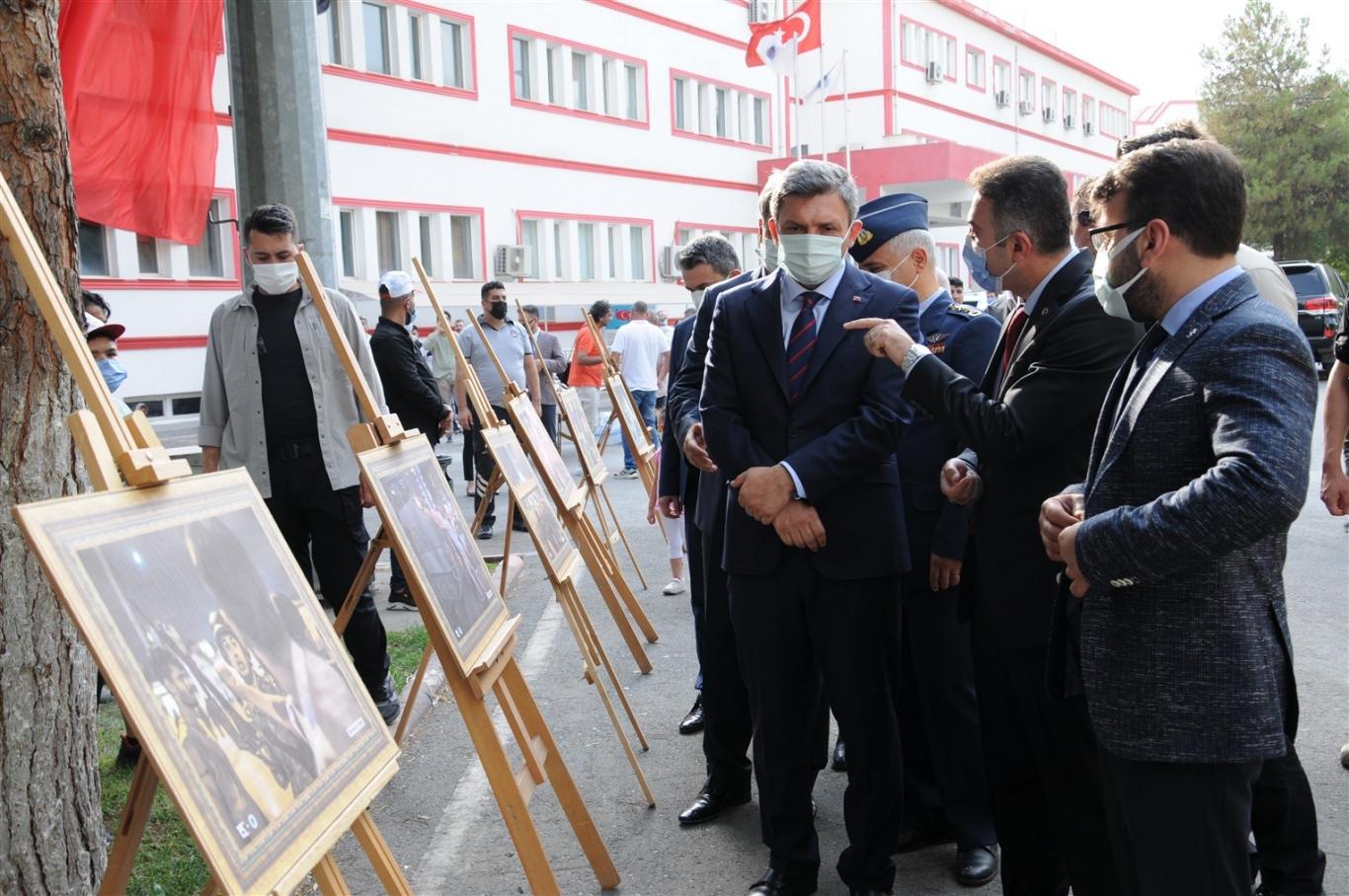 15 Temmuz'u Anlamak İsimli Sergi Vali Şahin Ve Rektör Demir Tarafından Açıldı
