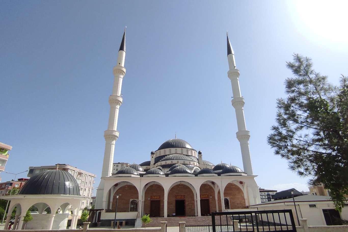 Batman'da Selahaddin-i Eyyubi Camii ibadete açıldı
