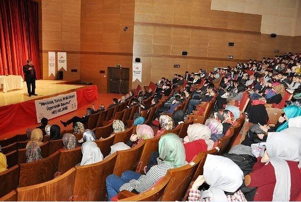 Öğrencilere tasavvuf konferansı
