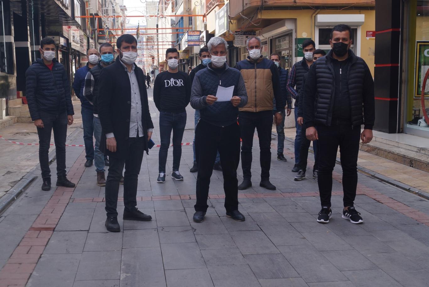 Şemsiyeli Sokak Esnafı EKSİKLİKLERİMİZ GİDERİLSİN