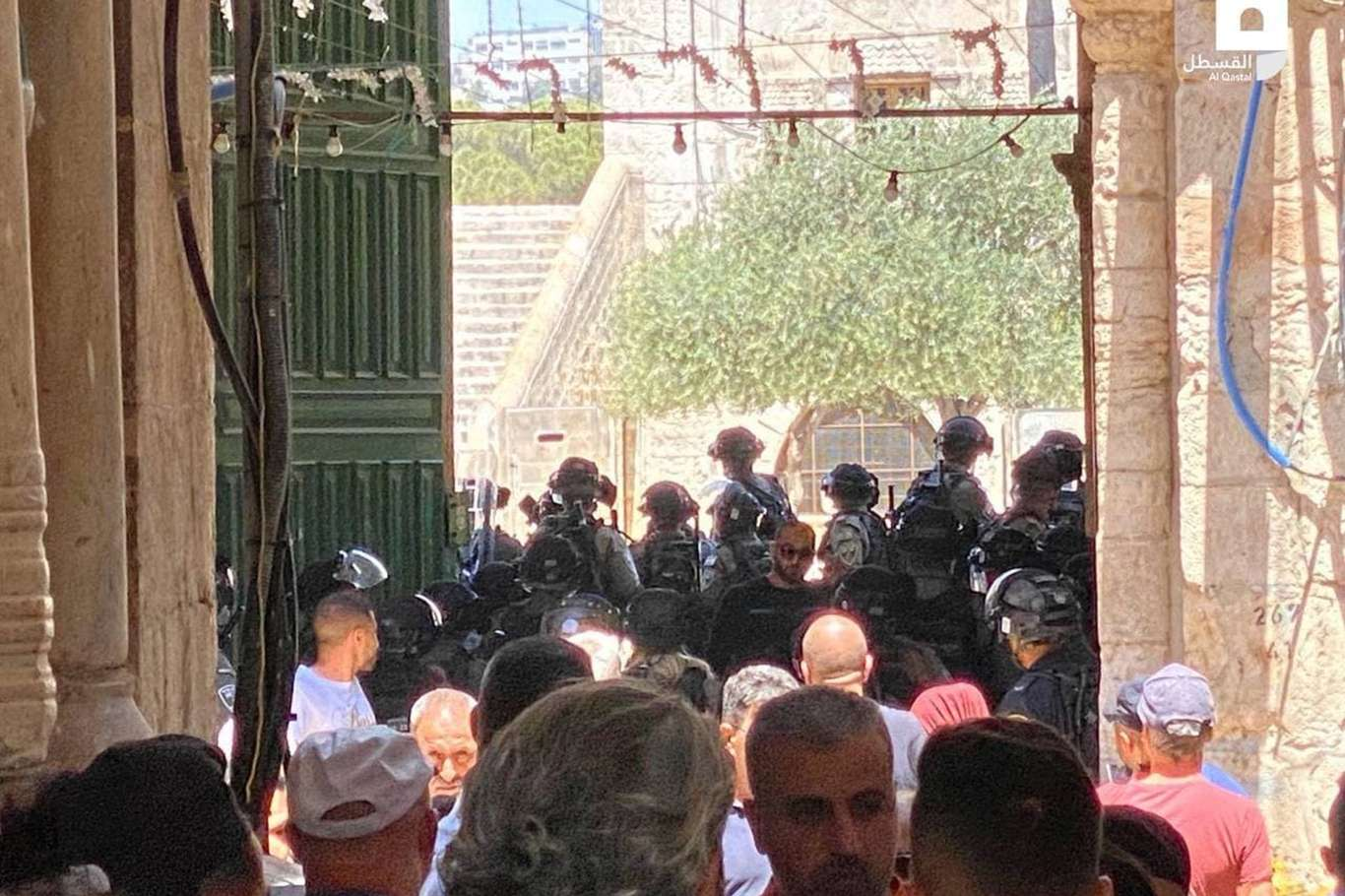 Siyonist işgal rejimi Mescid-i Aksa'da Filistinlilere saldırdı