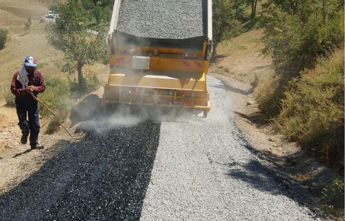 TPAO ve TPİC'in Bozduğu Köy Yolları İçin 4180 Ton Asfalt