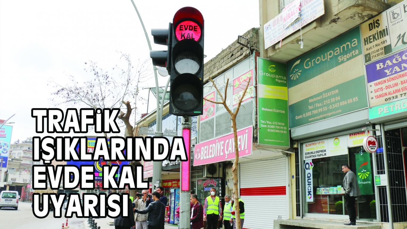 TRAFiK IŞIKLARINDA 'EVDE KAL' UYARISI