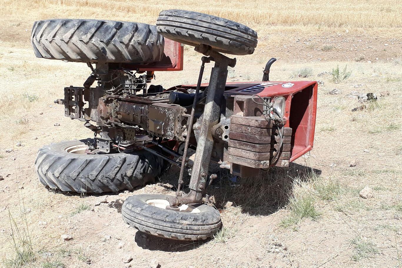 Traktörün altında kalan adam hayatını kaybetti