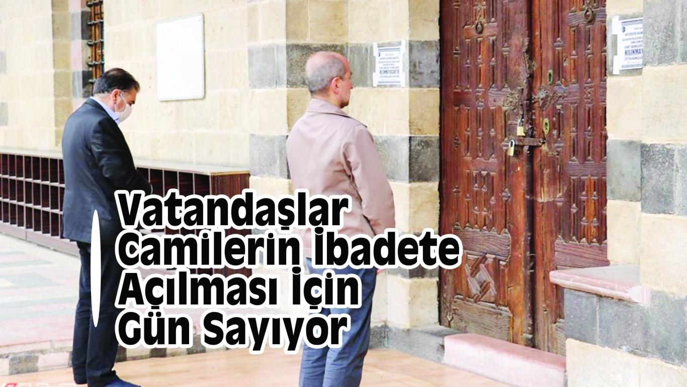 Vatandaşlar Camilerin İbadete Açılması İçin Gün Sayıyort