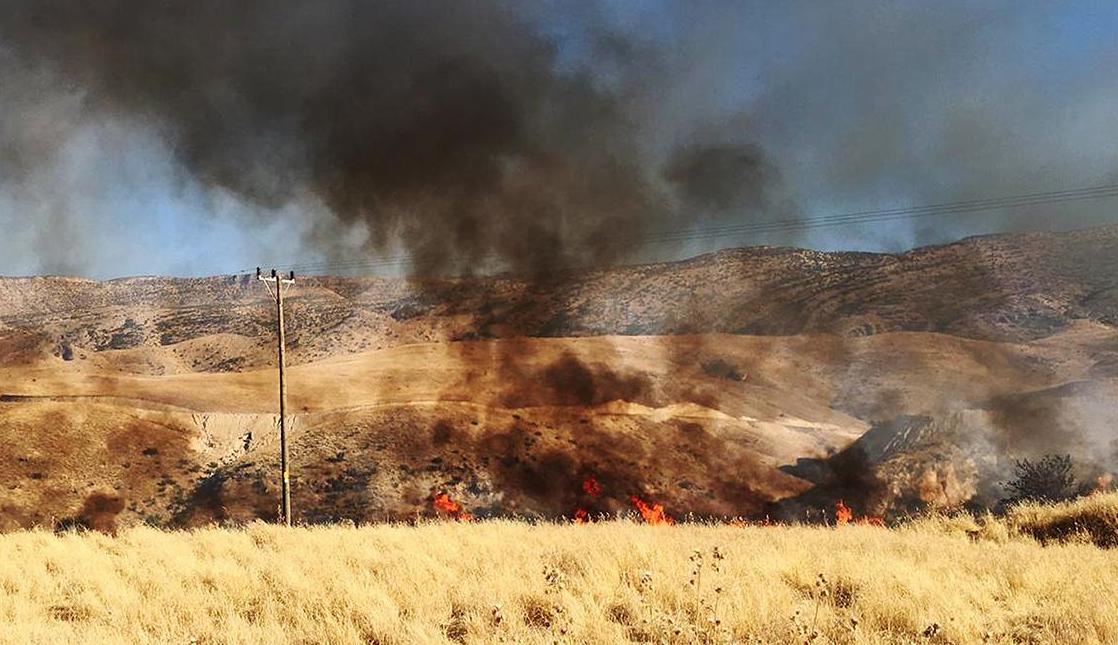 Yangın 10 Köyü Elektriksiz Bıraktı