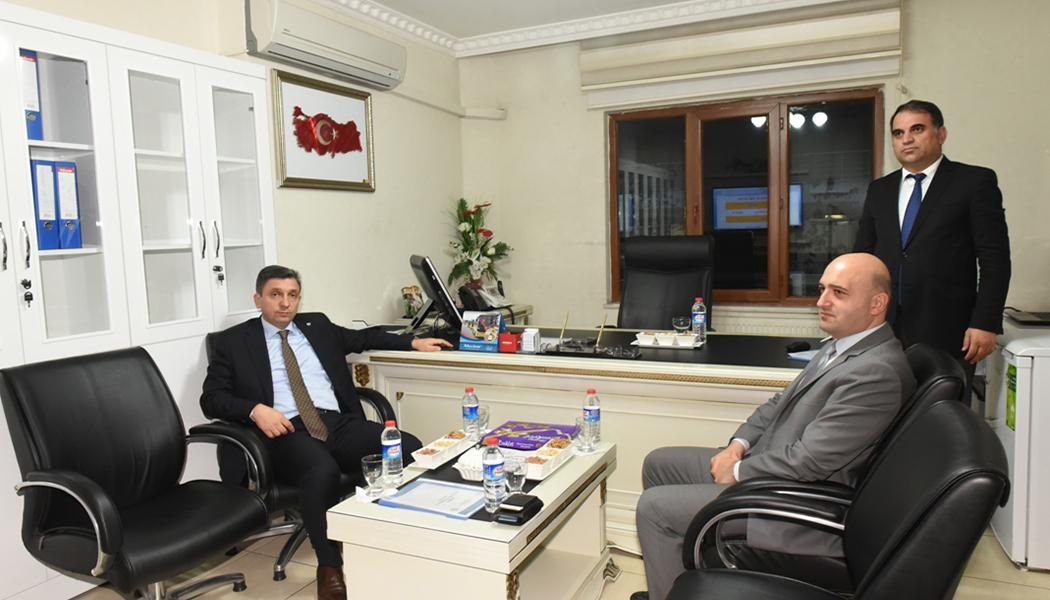 Vali Şahin, Sosyal Yardımlaşma ve Dayanışma Vakfı'nı Ziyaret Etti